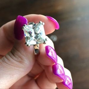 Gorgeous Sparkly Princess Cut Solitaire 7